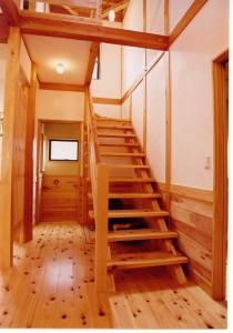 檜ストリップ階段